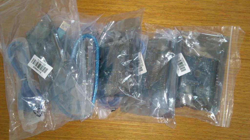 Arduino UNO + příslušenství připravené k předání/odeslání